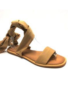 Sandalia plana con tiras atadas color Beig
